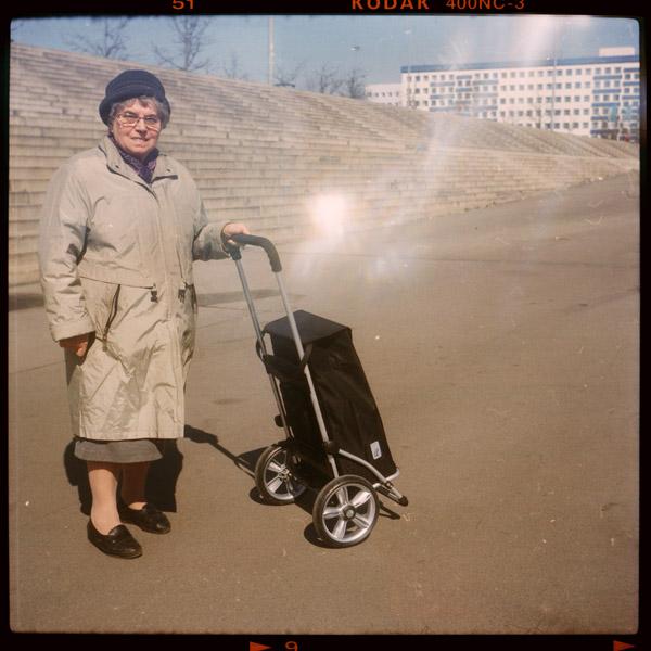 rentnerIn, portrait, landsberger allee, brigitte, berlin, 75 - Pieces of Berlin - Book and Blog